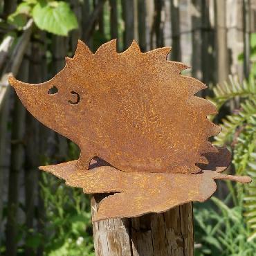 Hérisson moyen avec feuille à poser en fer rouillé