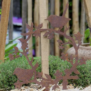 Petite couronne plate avec oiseaux et fleurs à poser ou à suspendre en fer rouillé