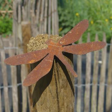 Grande libellule avec pique en fer rouillé