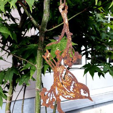 Guirlande deux oiseaux sur branche avec baies à suspendre ou à poser en fer rouillé