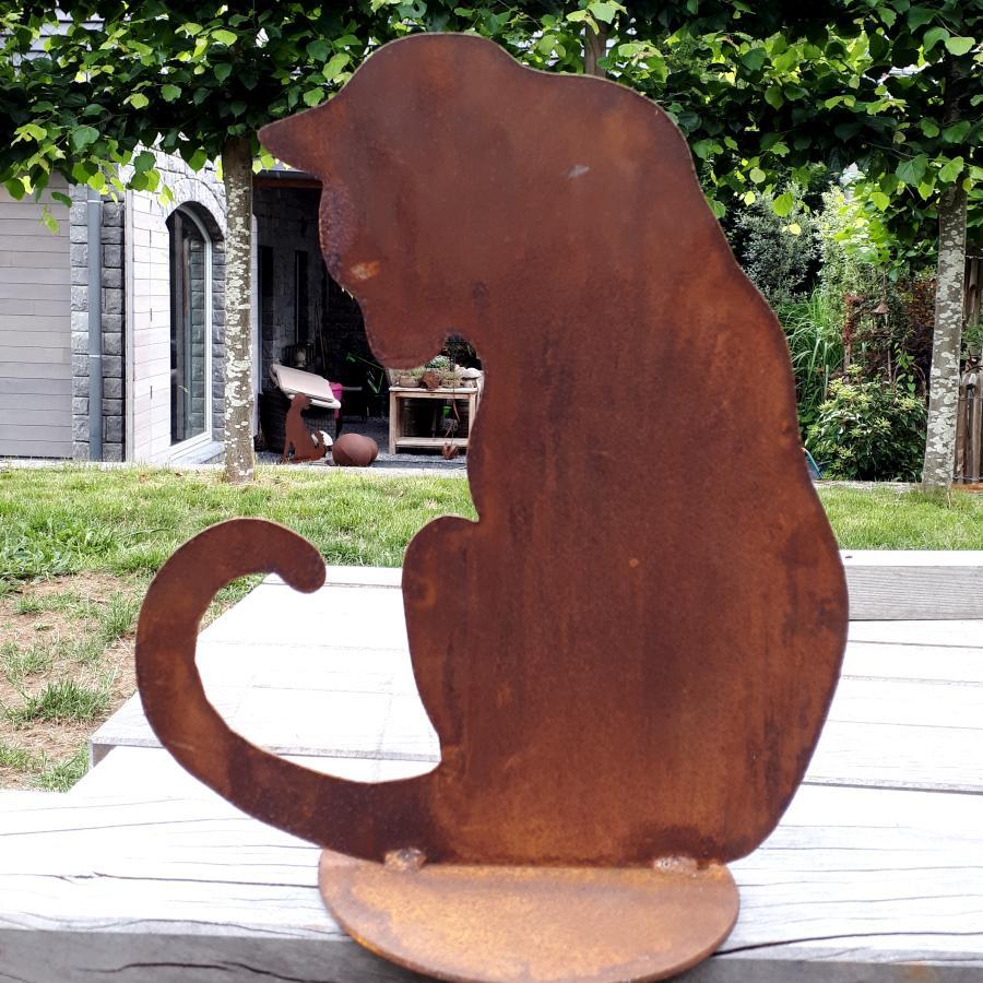 Chat assis tête vers le bas à poser en fer rouillé