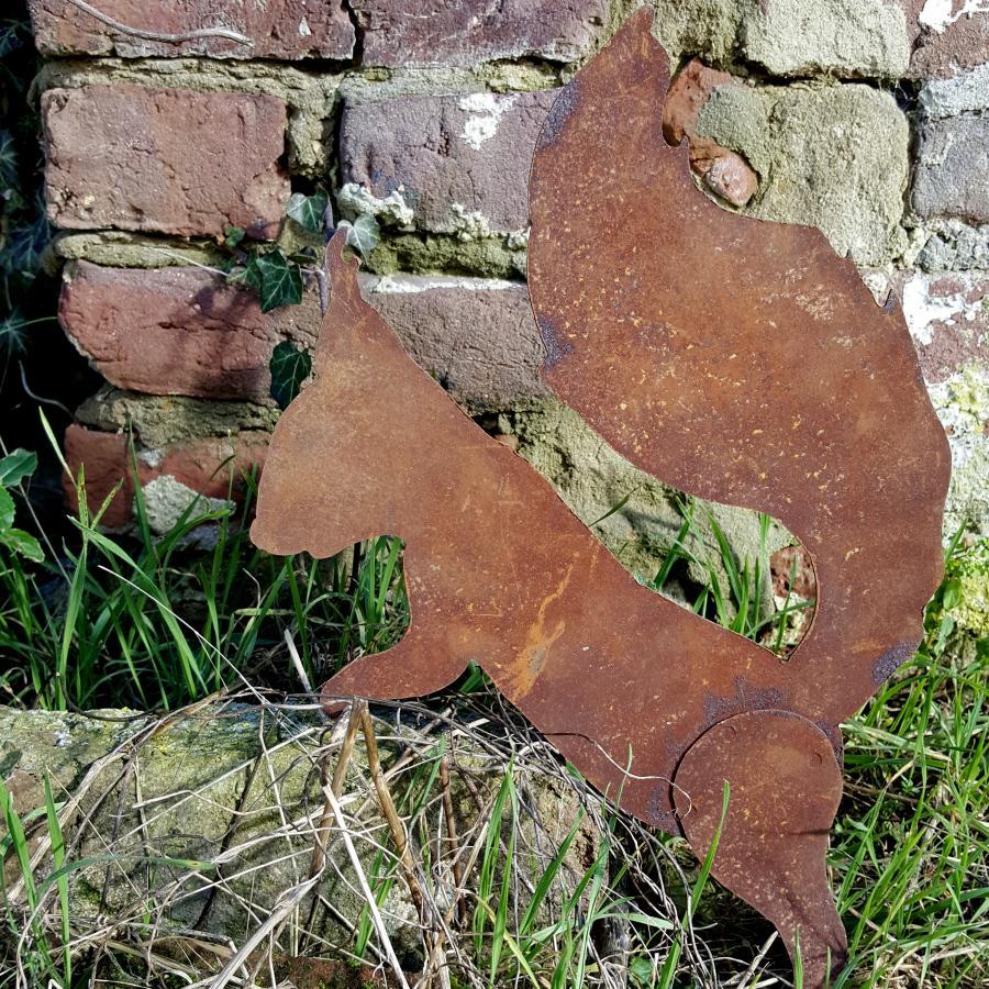Ecureuil debout pattes écartées à poser en fer rouillé