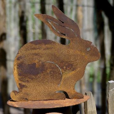 Lapin assis à poser en fer rouillé