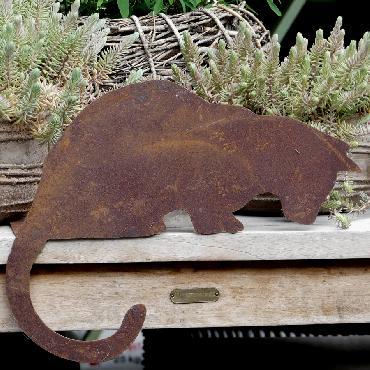 Chat couché tête vers le bas à poser en fer rouillé