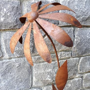 Fleur rudbeckia à piquer en fer rouillé