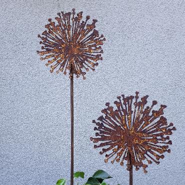 Petite fleur d'ail à piquer en fer rouillé