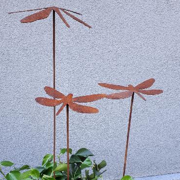 Petite et grande libellules à piquer en fer rouillé
