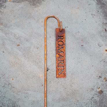 Etiquette potagère romarin à piquer en fer rouillé