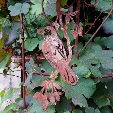 Guirlande un oiseau sur branche avec baies à suspendre ou à poser en fer rouillé