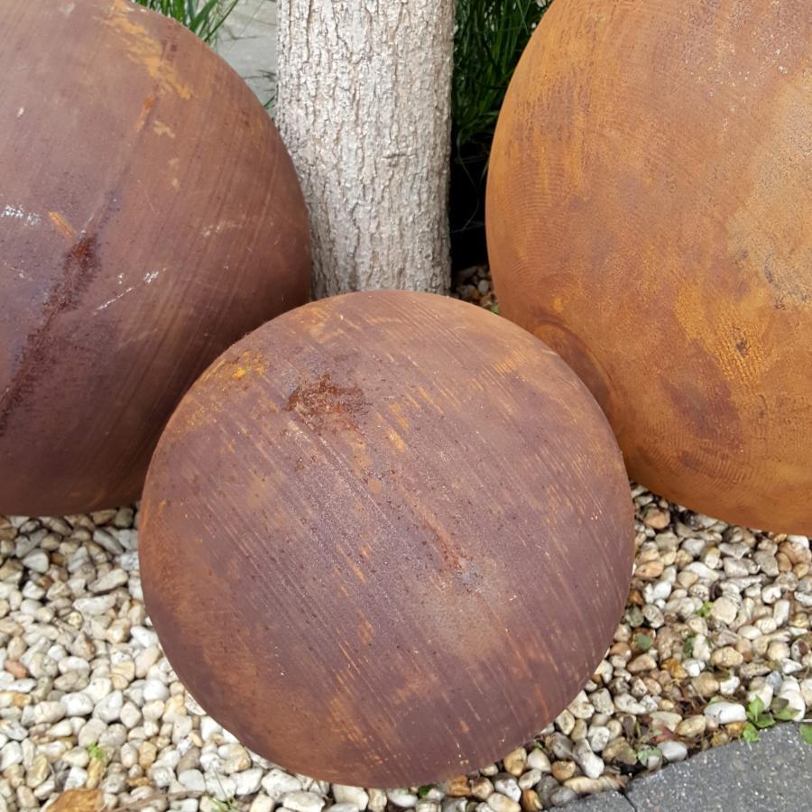 Boule diamètre 30 cm à poser en fer rouillé