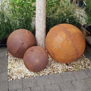 Boule diamètre 30-40-50 cm à poser en fer rouillé