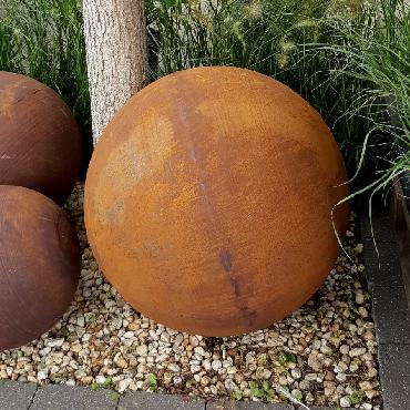 Boule diamètre 50 cm à poser en fer rouillé