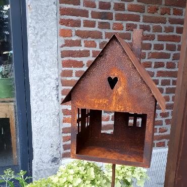 Mangeoire oiseaux section carrée à piquer en fer rouillé
