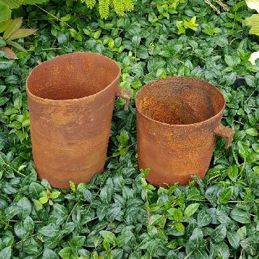 Grand et petit pot rond avec crochet à poser ou à suspendre en fer rouillé