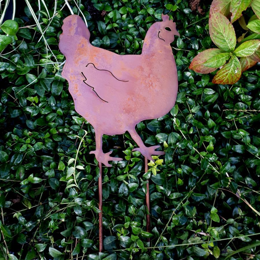 Poule debout à piquer en fer rouillé