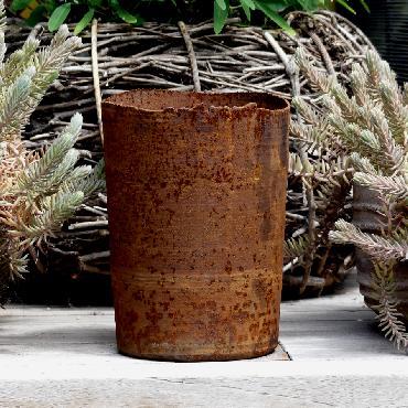 Grand pot rond à poser en fer rouillé