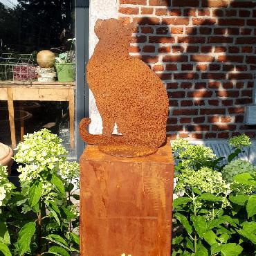 Chat assis tête vers le haut à poser en fer rouillé