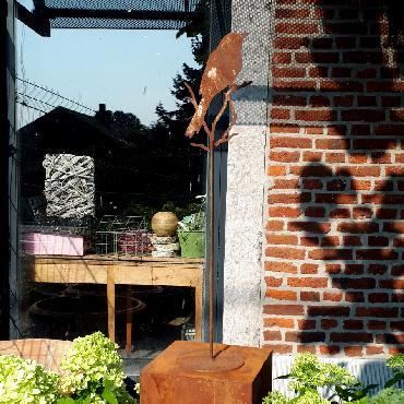 Oiseau grand sur pied à poser en fer rouillé