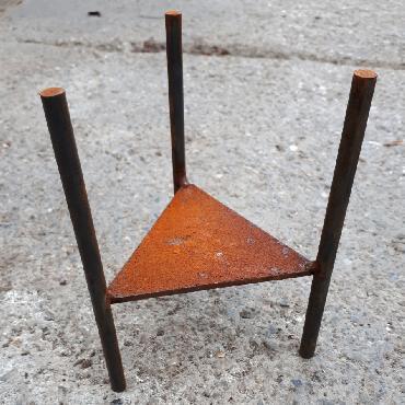 Trépied pour pots fer219 et fer222 à poser en fer rouillé