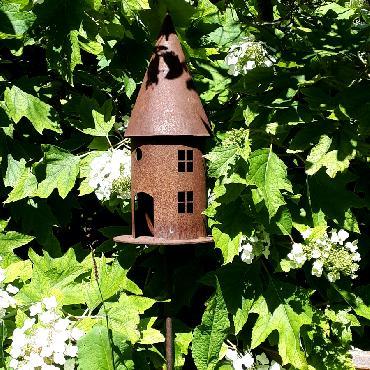 Petite mangeoire oiseaux section ronde à piquer en fer rouillé