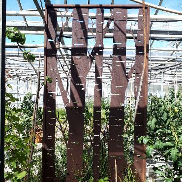 Grande palissade troncs bouleau à poser et à fixer en fer rouillé
