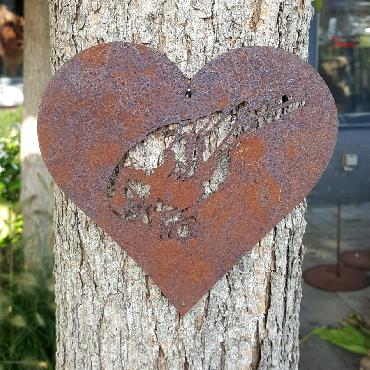 Petit coeur mésange tête vers le bas à suspendre en fer rouillé