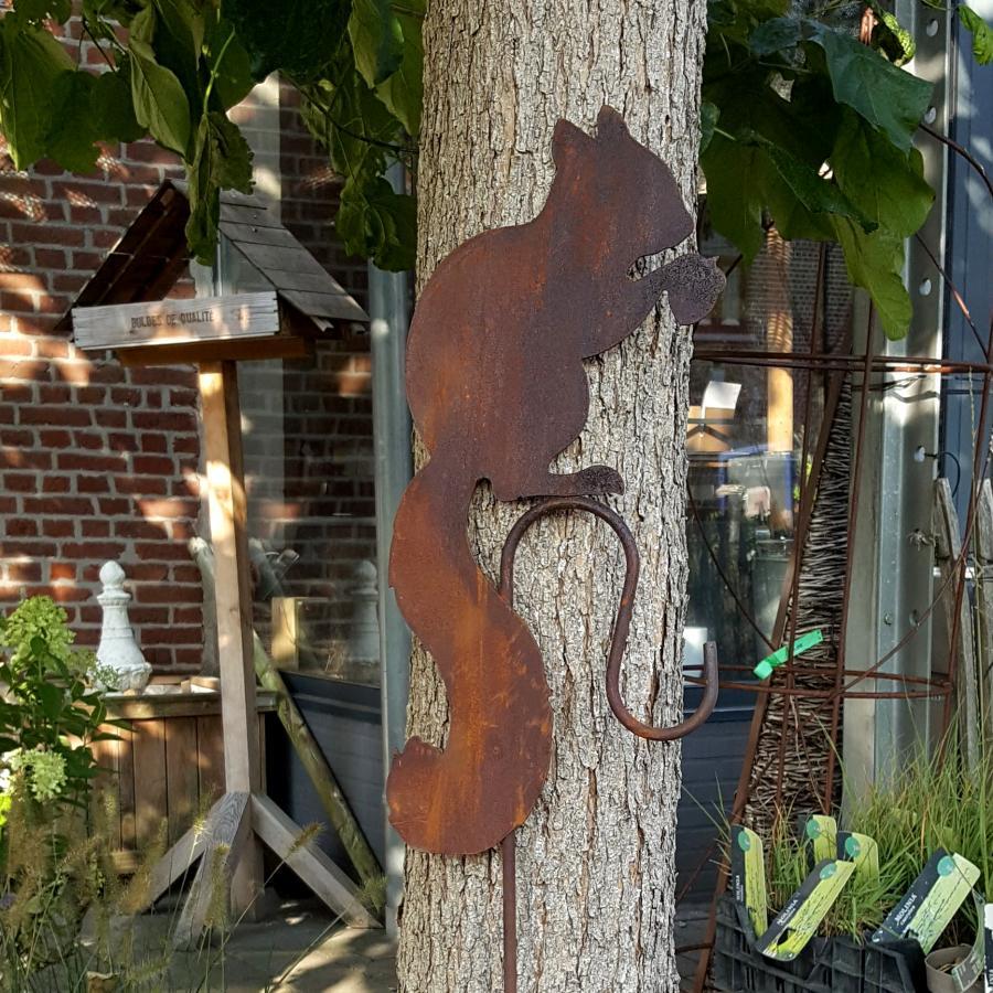 Ecureuil avec crochet à piquer en fer rouillé