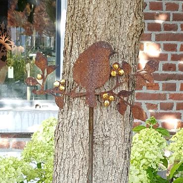Oiseau sur branche avec dorure à piquer en fer rouillé