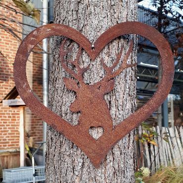 Coeur cerf à poser ou à suspendre en fer rouillé