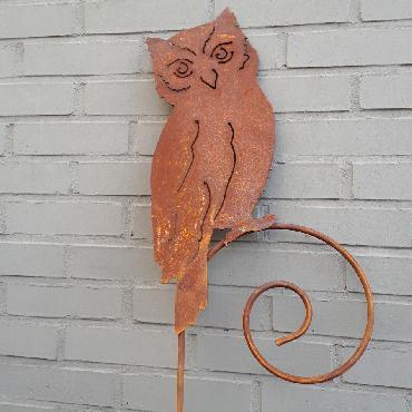 Chouette à piquer en fer rouillé