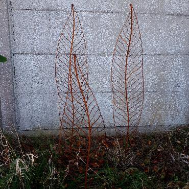 Petite et grandes feuilles à piquer en fer