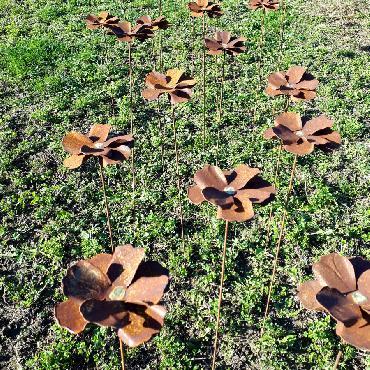 Fleur pavot à piquer en fer rouillé