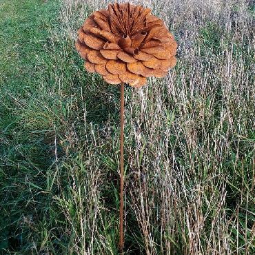 Fleur de dalhia diamètre 22cm à piquer en fer rouillé