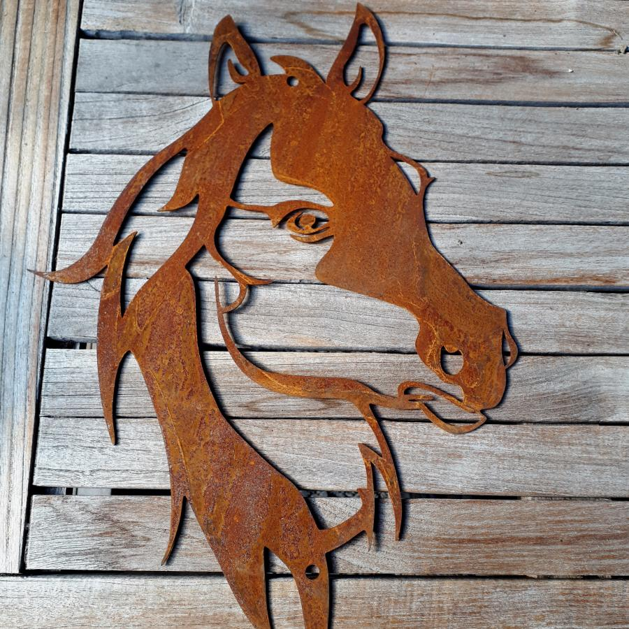 Tête de cheval à poser ou à suspendre en fer rouillé