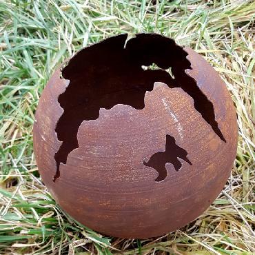 Boule avec crevasses diamètre 25 cm à piquer en fer rouillé