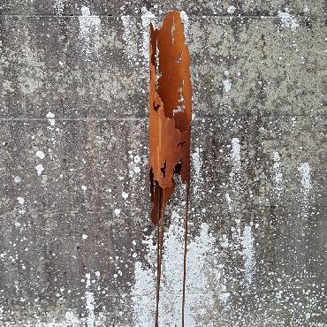 Petite torche à piquer en fer rouillé