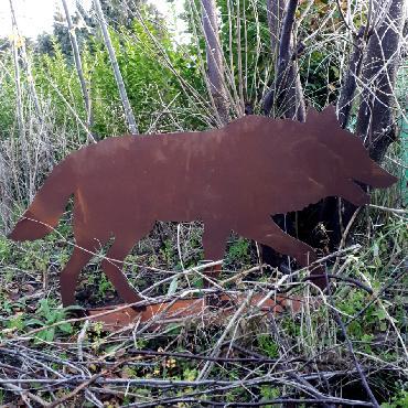 Loup qui marche à poser en fer rouillé