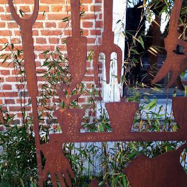 Grande palissade outils de jardin à poser et à fixer en fer rouillé