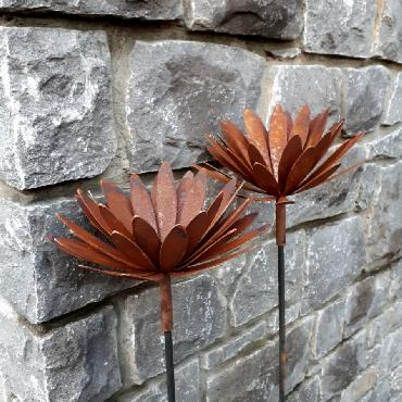 Fleur marguerite à piquer en fer rouillé