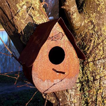 Nichoir oiseaux H24cm avec crochet à suspendre ou à poser en fer rouillé