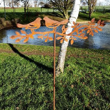 Deux oiseaux sur branche H150cm à piquer en fer rouillé