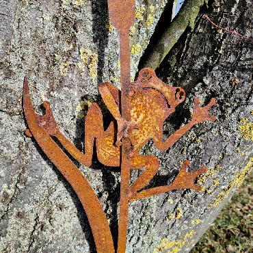Grenouille sur jonc H96cm à piquer en fer rouillé