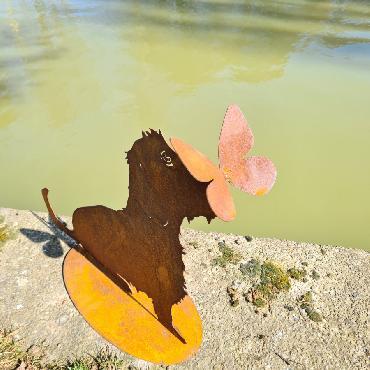 Chien teckel avec papillon H50cm à poser en fer rouillé