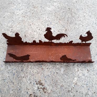 Poules, coq et poussins en balade L44cm à poser en fer rouillé