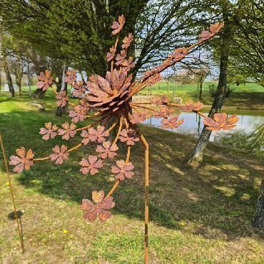 Eolienne fleur d'hortensia simple hélice D50xH160cm à piquer en fer rouillé