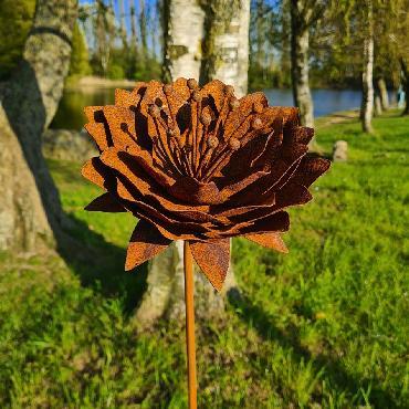 Fleur lotus 3D D20xH130cm à piquer en fer rouillé