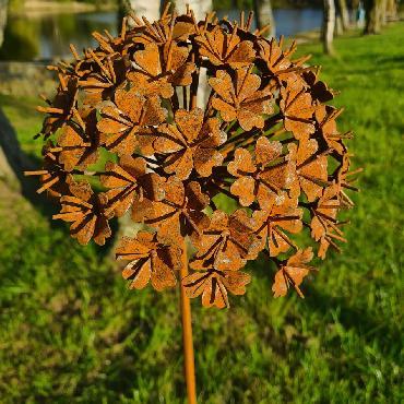 Petite fleur hortensia 3D D24xH140cm à piquer en fer rouillé