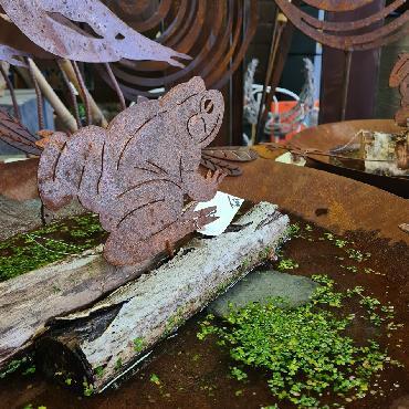 Grenouille H11cm à visser en fer rouillé