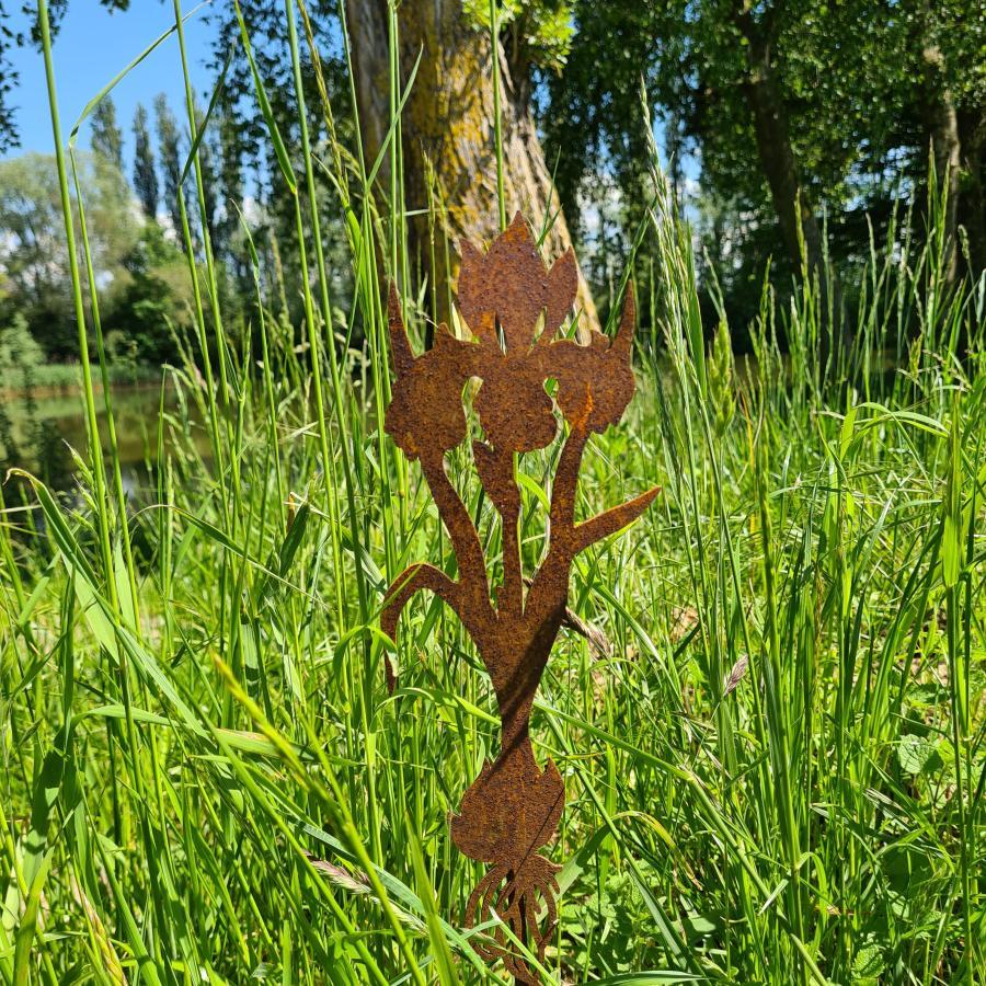 Fleur iris H52cm avec pique en fer rouillé