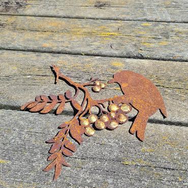 Oiseau branche baies avec dorure L22.5cm à suspendre en fer rouille